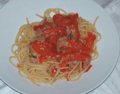 Spaghetti allo zafferano con salsiccia