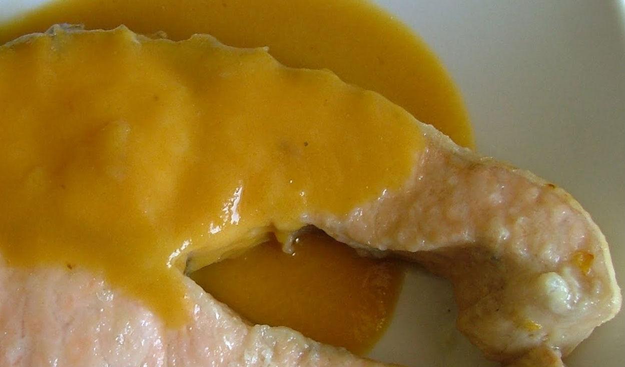 Tranci di salmone con salsa all'uovo