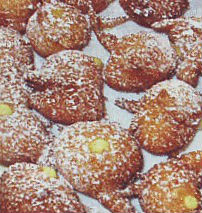 Frittelle di carnevale con crema