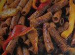 Maccheroni con pàtè di olive e peperoni