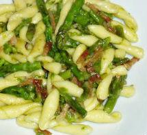 Cavatelli con pancetta e asparagi