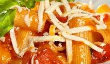 Mezze maniche pomodorini e ricotta salata