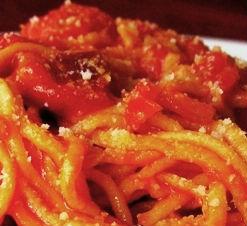 Spaghetti al sugo con pancetta