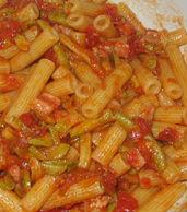Rigatoni con sugo di zucchine e pancetta