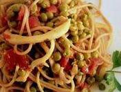 Spaghetti con seppioline e piselli